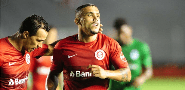 William Pottker comemora gol do Internacional contra o Boavista
