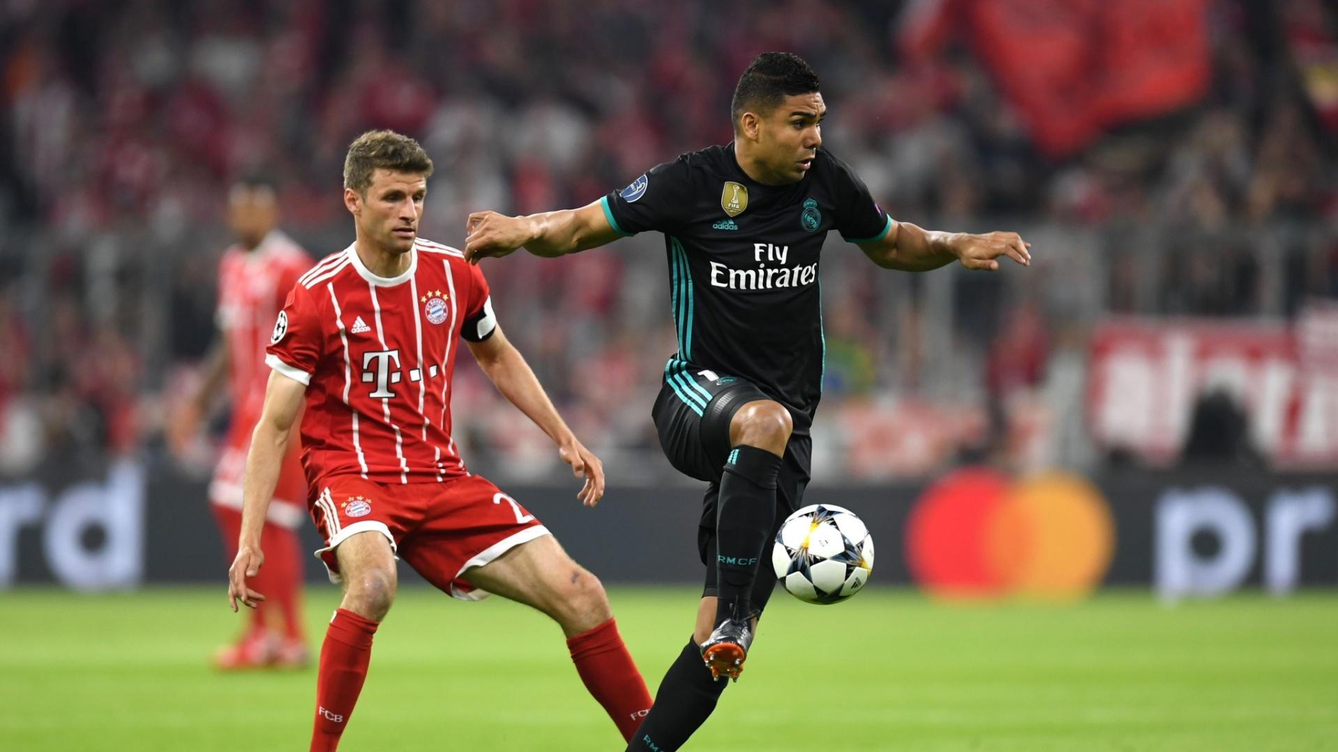 Casemiro domina a bola em Bayern de Munique x Real Madrid, pela Liga dos Campeões