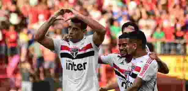 Diego Souza comemora um dos seus gols marcados no Campeonato Brasileiro - Paulo Paiva/AGIF