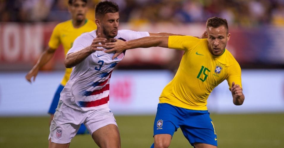 Arthur recebeu chance de Tite no primeiro jogo após a queda na Copa do Mundo