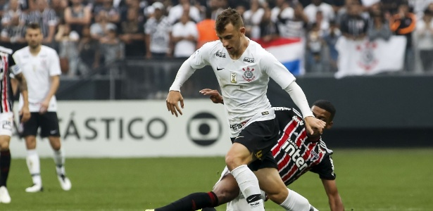 Carlos Augusto em ação pelo Corinthians durante clássico contra o São Paulo - Rodrigo Gazzanel/Ag. Corinthians
