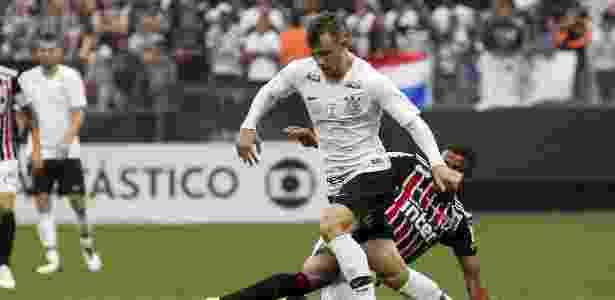 Carlos Augusto em ação contra o São Paulo; lateral deve ser titular neste domingo - Rodrigo Gazzanel/Ag. Corinthians