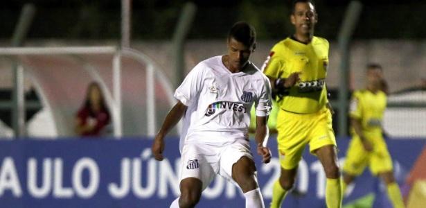 """Tailson foi o melhor jogador do Santos no jogo, mas """"parou"""" no goleiro adversário"""