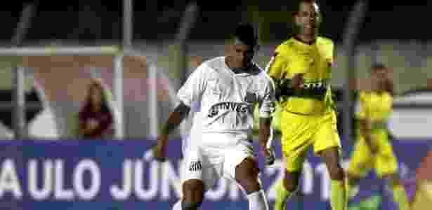 """Tailson foi o melhor jogador do Santos no jogo, mas """"parou"""" no goleiro adversário - Pedro Ernesto Guerra Azevedo/Santos FC"""