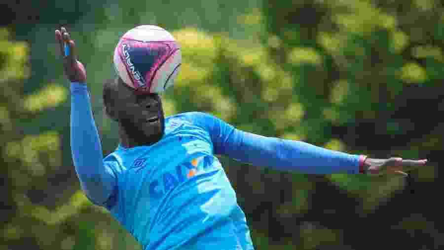 Manoel, zagueiro do Cruzeiro - Pedro Vale/AGIF