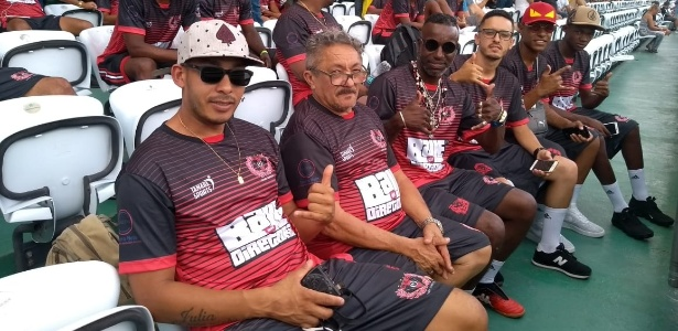 Membros do Mineirinho chegam ao estádio após quase um dia de viagem - José Edgar de Matos/UOL Esporte