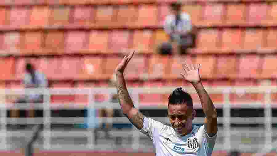 Cueva custou R$ 26 milhões ao Santos, mas ainda não tem gol ou assistência pelo time - Ale Cabral/AGIF