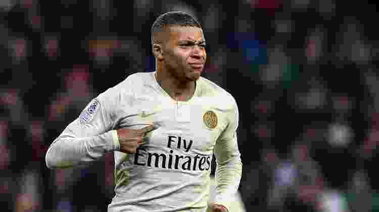 Mbappé comemora gol marcado contra o Saint-Étienne  - JEFF PACHOUD/AFP - JEFF PACHOUD/AFP