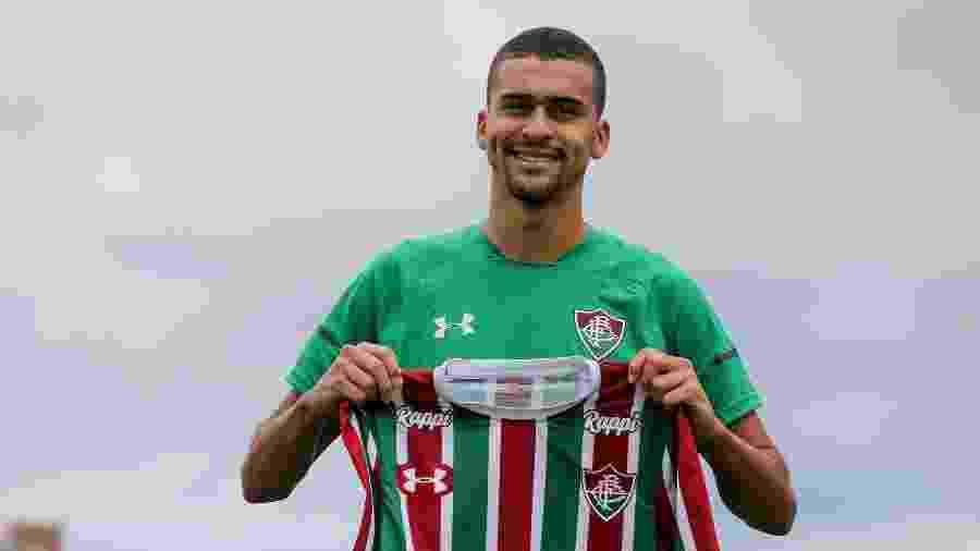 Léo Santos precisou de dois treinos para vencer a concorrência e assumir titularidade no Flu - Lucas Merçon/Fluminense
