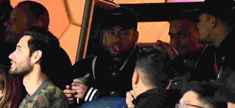 Neymar na tribuna em PSG x Manchester United - Franck Fife/AFP