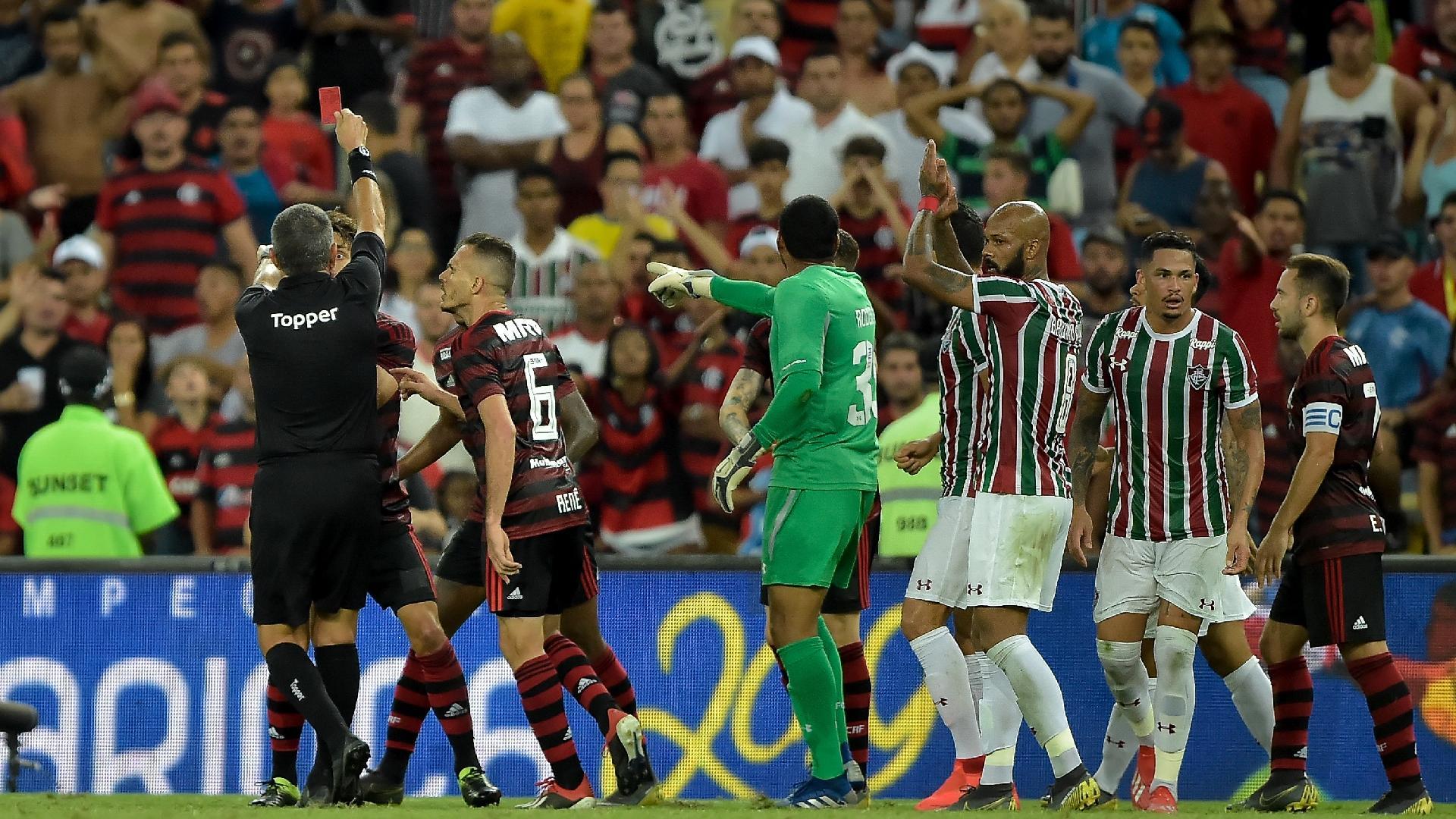 Bruno Henrique é expulso pelo Flamengo contra o Fluminense pela semifinal da Taça Rio
