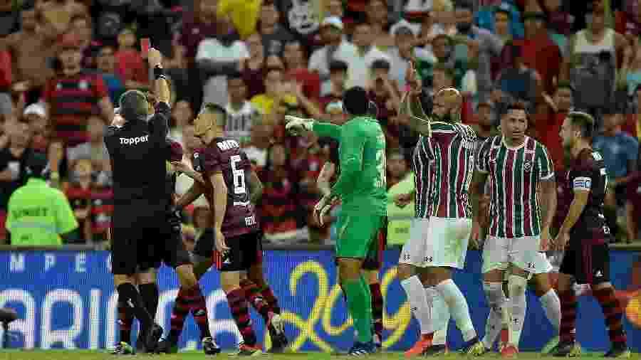 Bruno Henrique é expulso pelo Flamengo contra o Fluminense pela semifinal da Taça Rio - Thiago Ribeiro/AGIF