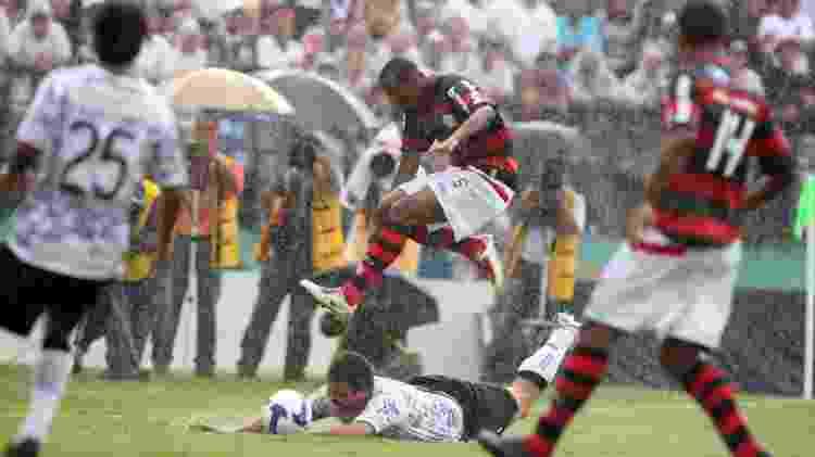 Corinthians poderia ajudar o Palmeiras em 2009, mas foi dominado pelo Flamengo - Rivaldo Gomes/Folhapress