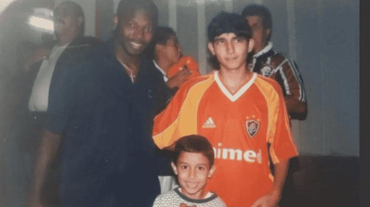 Daniel com Marcão e seu irmão mais velho, Felipe, no centenário do Flu em 2002 - Arquivo Pessoal - Arquivo Pessoal