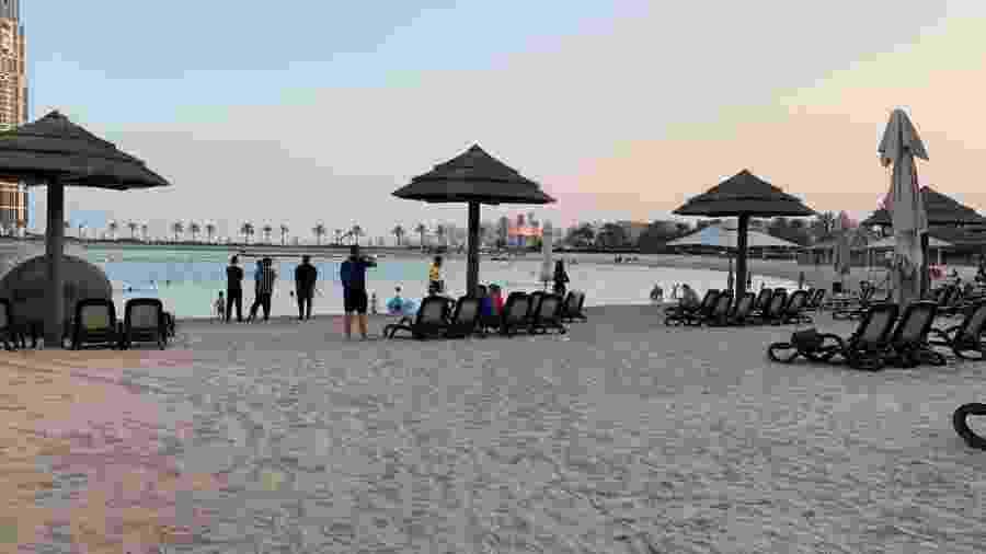 Praia artificial privativa no hotel do Flamengo em Doha - Leo Burlá/UOL