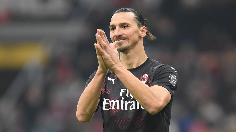 Veterano atacante tem vínculo com o clube rossonero até o fim da temporada do futebol italiano - REUTERS/Daniele Mascolo