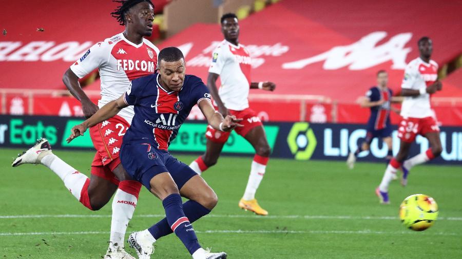 Kylian Mbappe, do PSG, durante jogo contra o Monaco pelo Campeonato Francês - Valery HACHE / AFP