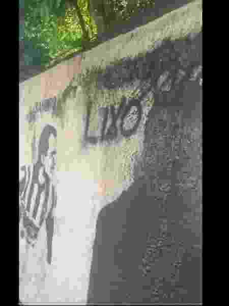Imagem de Túlio Lustosa é apagada de muro dos ídolos do Botafogo - Reprodução