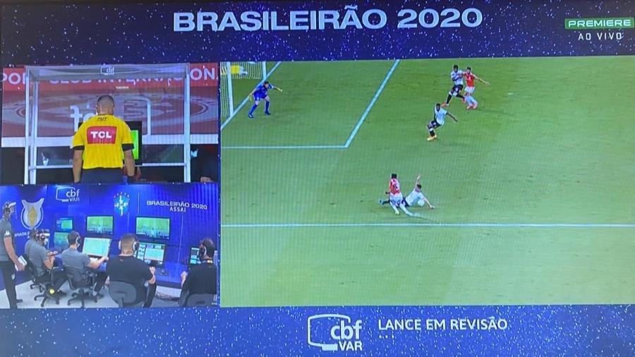 Após consulta ao VAR, Internacional não tem pênalti marcado no Beira Rio - Reprodução/Canal Premiere