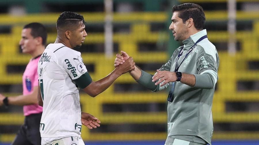 Técnico Abel Ferreira e o jogador Rony, em jogo do Palmeiras contra o Defensa Y Justicia, na partida de ida da Recopa - Cesar Greco