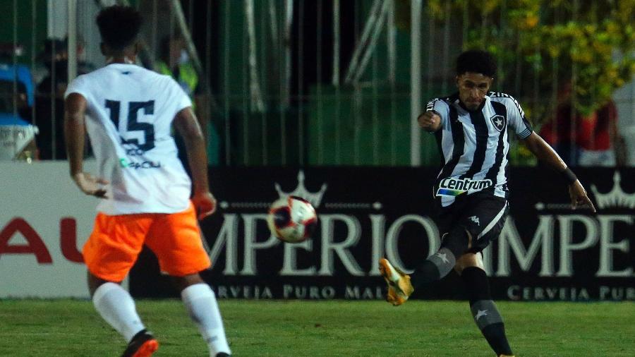 Lateral-esquerdo Paulo Victor vem se destacando no Botafogo neste início de temporada 2021 - Vitor Silva/Botafogo