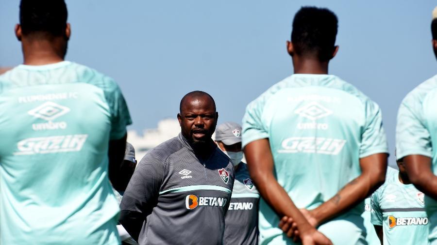 Técnico Marcão conversa com jogadores do Fluminense durante treinamento - Mailson Santana / Fluminense FC