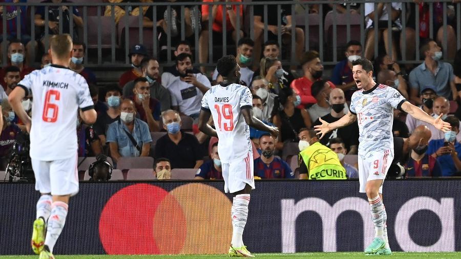 Lewandowski comemora gol do Bayern de Munique contra o Barcelona, pela Liga dos Campeões - dpa/picture alliance via Getty I