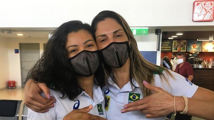 Ana Carolina (esq) foi a melhor central do Sul-Americano, e não Carol Gattaz - Divulgação/CBV