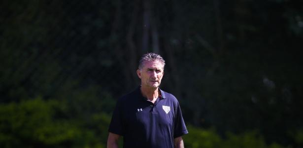 Edgardo Bauza testou a equipe que deverá iniciar o amistoso contra o Cerro Porteño