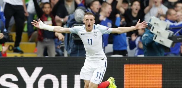 Vardy fez um dos dois gols da virada contra Gales