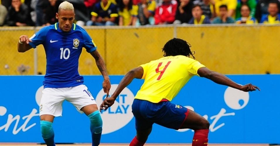 Neymar parte para cima de Paredes na partida entre Brasil e Equador pelas Eliminatórias