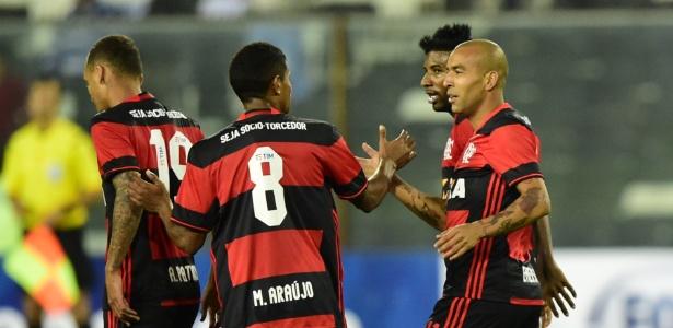 Jogadores do Flamengo comemoram gol que selou a vitória no Chile: 7 jogos invictos - MARTIN BERNETTI/AFP