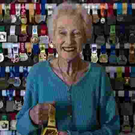 Deirdre é recordista mundial dos 21 km na faixa acima de 85 anos - Reprodução/Twitter