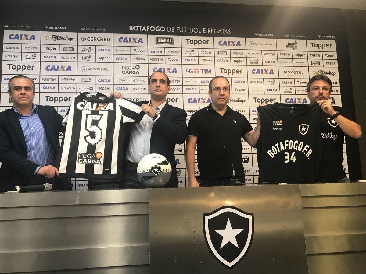 Botafogo anuncia patrocínio para time de futebol e basquete - 03 11 2017 -  UOL Esporte b2bc6ac1acf88