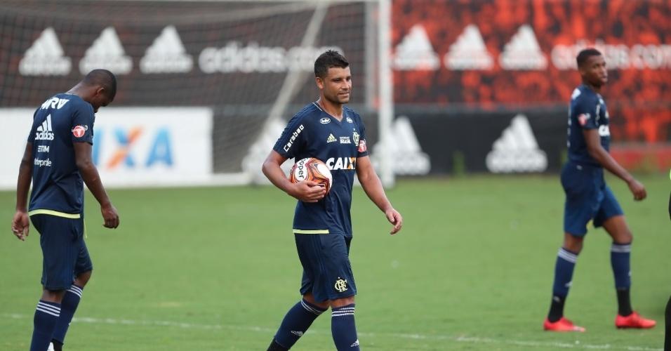 O meia Ederson foi o destaque do jogo-treino no CT Ninho do Urubu