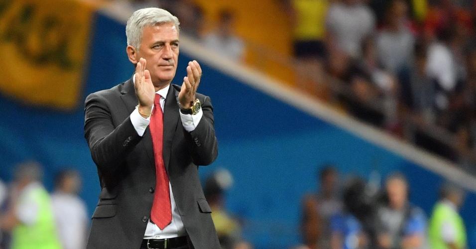 Vladimir Petkovic, técnico da Suíça, comanda a sua seleção contra o Brasil na estreia na Copa