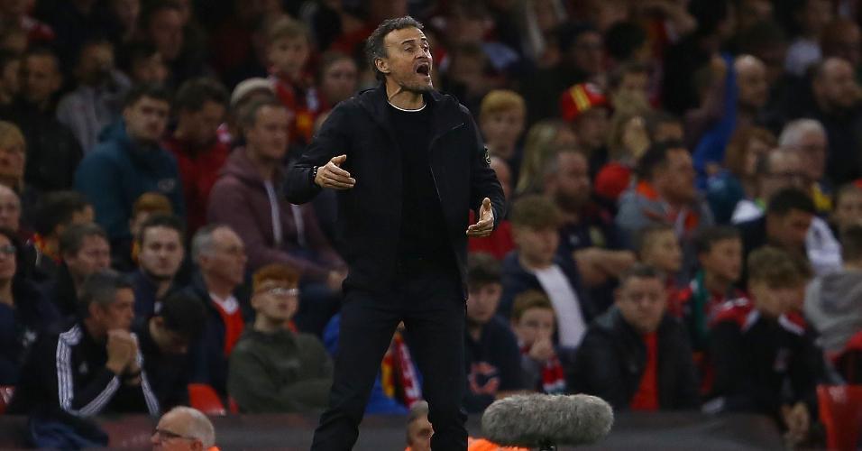 Luis Enrique, técnico da Espanha, durante jogo contra País de Gales