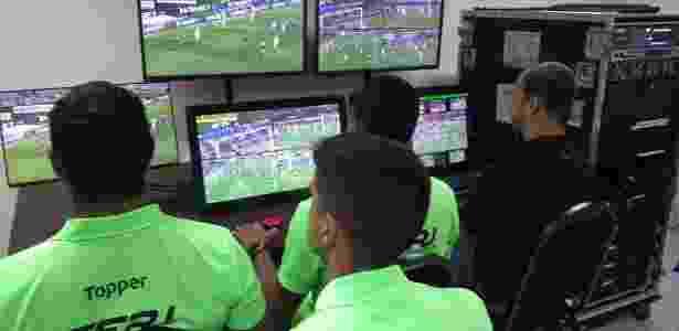 Sala de treinamento do VAR no Rio de Janeiro - Divulgação / Ferj