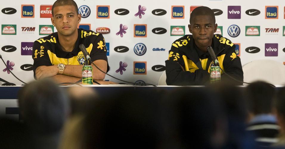 Felipe Melo e Ramires em coletiva da seleção brasileira em 2010