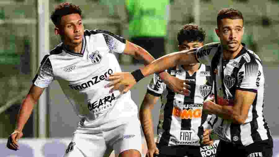 Atlético bateu o Ceará de virada, mas contestou marcação do pênalti a favor do time visitante no primeiro tempo da partida - Fernando Moreno/AGIF