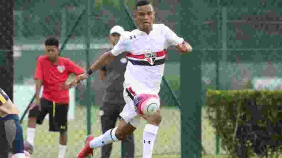 O centroavante Juan em ação pela equipe sub-17 do São Paulo - Igor Amorim/saopaulofc.net