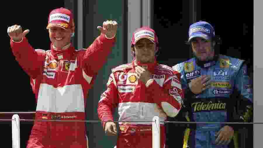 Schumacher e Alonso se envolveram em um polêmico episódio em 2006, detalhado pelo brasileiro Felipe Massa - Lars Baron/Bongarts/Getty Images