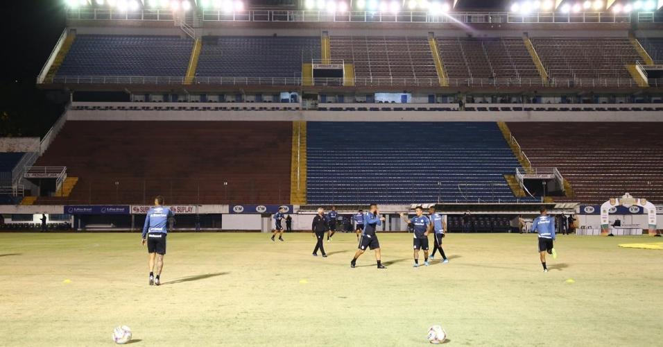 Jogadores do Grêmio se aquecem antes do clássico contra o Inter