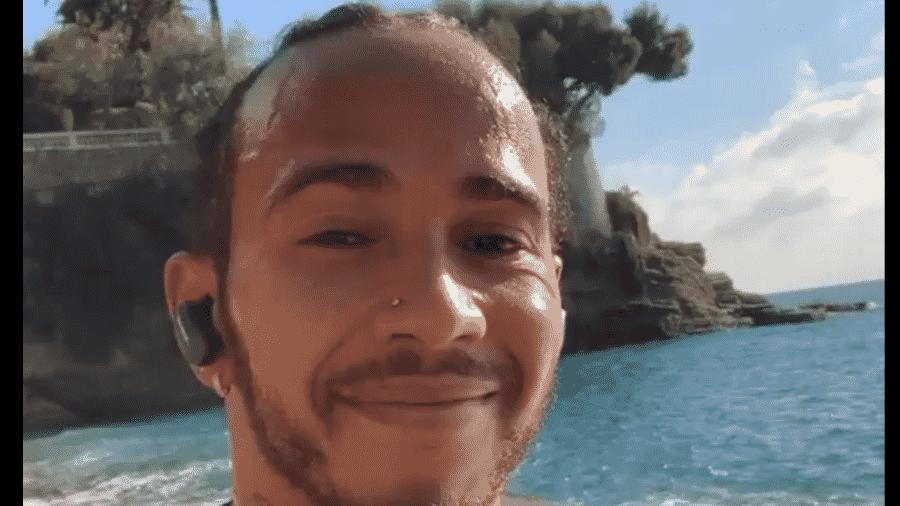Lewis Hamilton corre em praia após conquistar seu heptacampeonato mundial na Fórmula 1 - Reprodução/Instagram