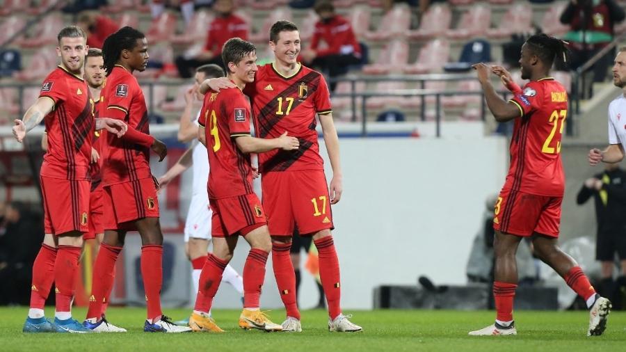 Jogadores da Bélgica comemoram vitória contra a Bielorrússia pelas Eliminatórias da Copa do Mundo de 2022 - François WALSCHAERTS / AFP