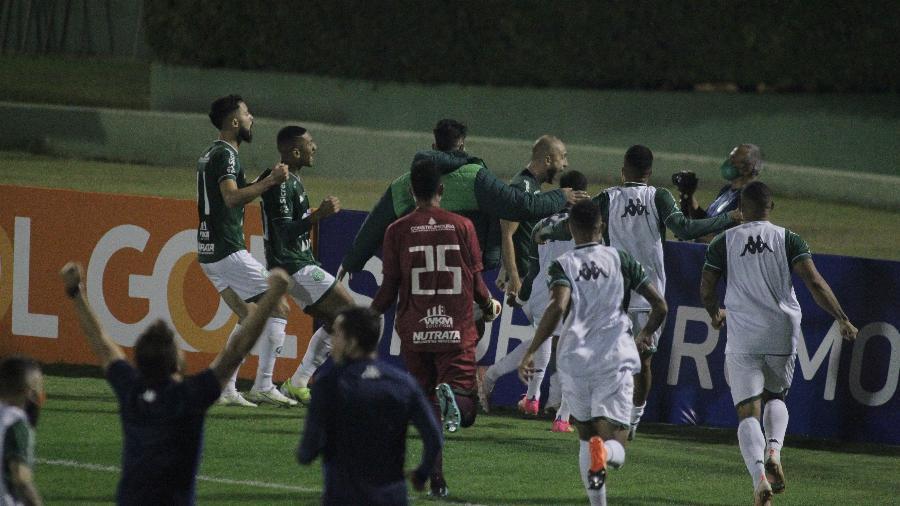 Régis comemora gol do Guarani contra a Ponte Preta pela Série B - LEANDRO FERREIRA/FOTOARENA/ESTADÃO CONTEÚDO