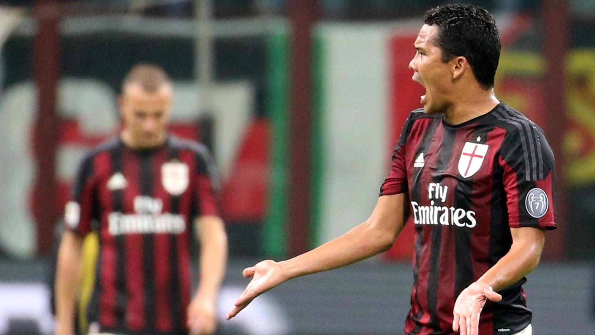 Jogadores do Milan lamentam derrota por 4 a 0 em casa contra o Napoli
