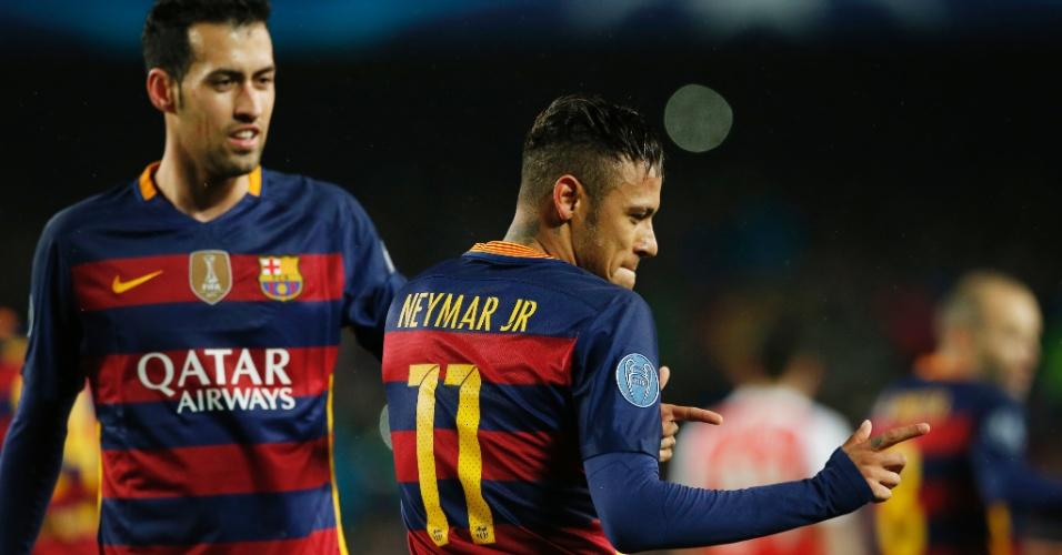 Neymar celebra após marcar gol do Barcelona contra o Arsenal