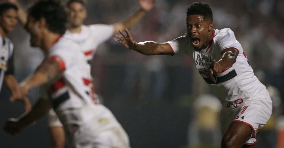 Michel Bastos comemora o gol marcado para o São Paulo sobre o Atlético-MG