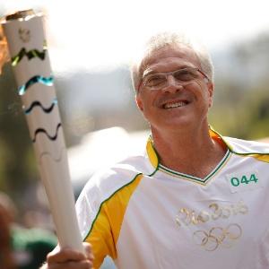 Pedro Bial conduziu a tocha olímpica em Teresópolis no dia 30 de julho - Rio 2016/André Luiz Mello